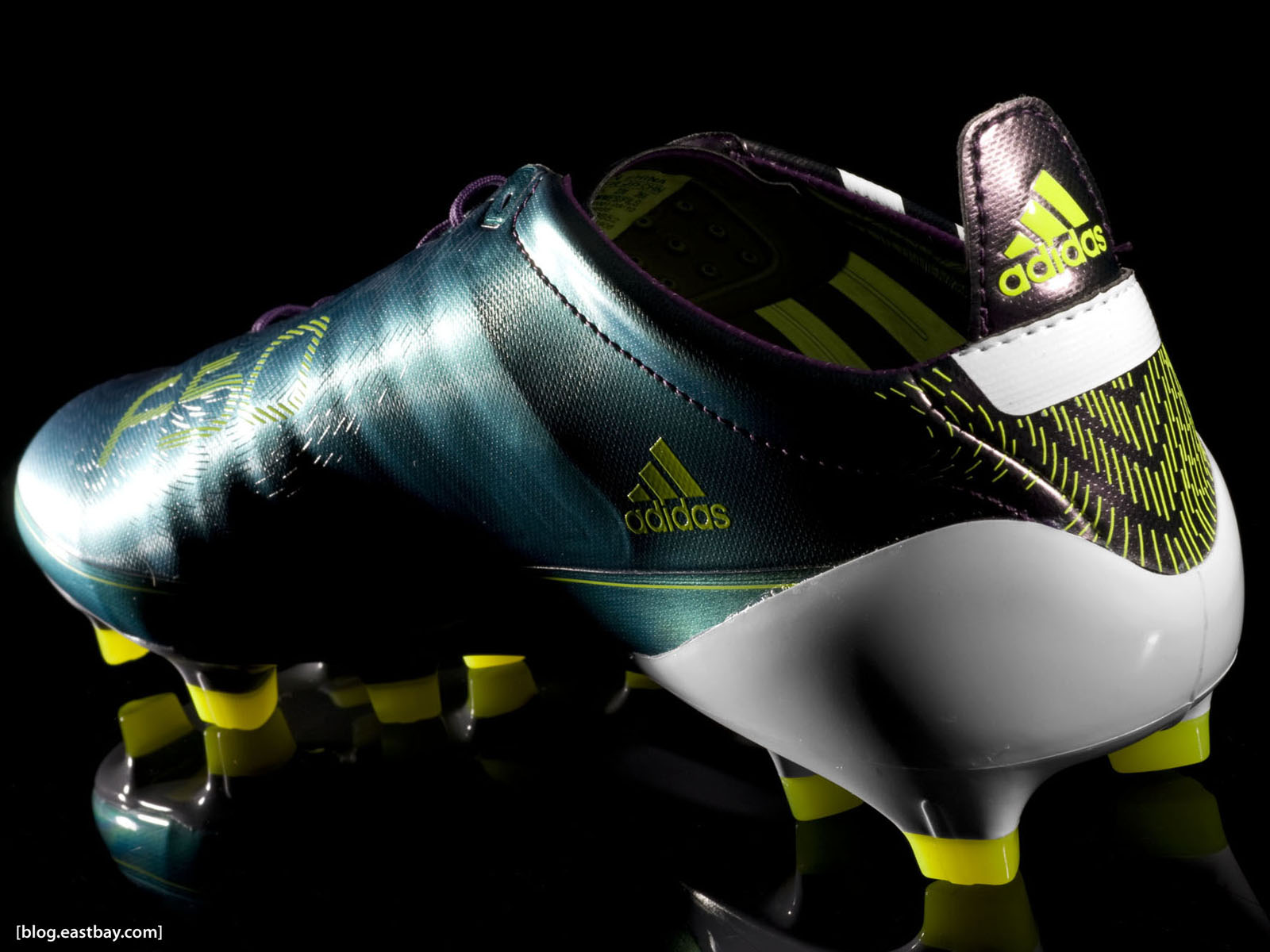 "Responses to ""Wallpaper: Messi's adidas F50 adiZero"""