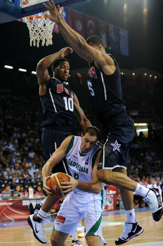 Danny Granger and Tyson Chandler smother Slovenia's Hasan Rizvic
