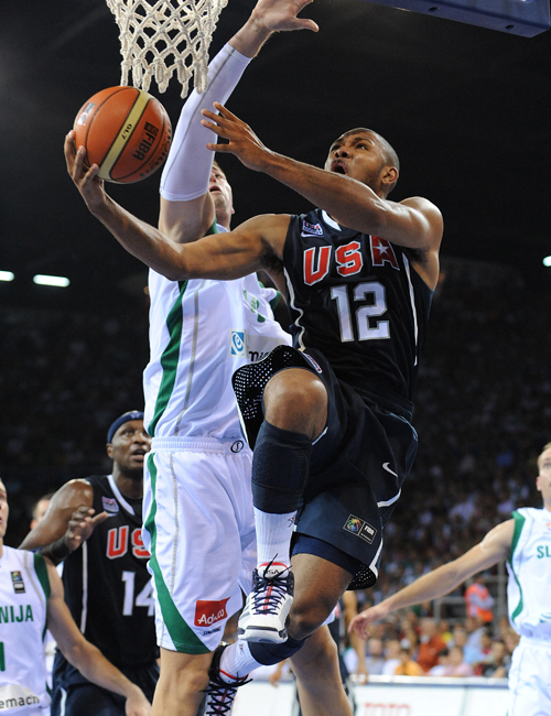 Eric Gordon goes to the basket against Slovenia