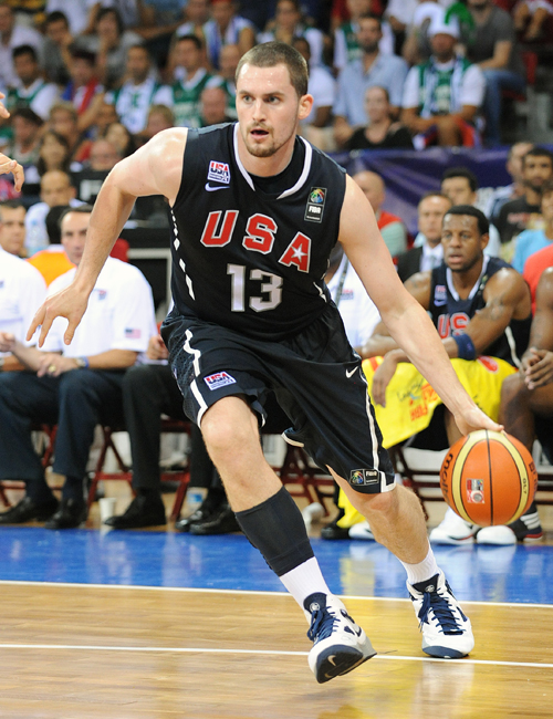 Kevin Love goes to the hoop in the Nike Huarache 2010