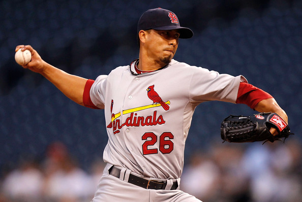 Kyle Lohse pitches wearing the a glove from the Rawlings Heart of the Hide collection.