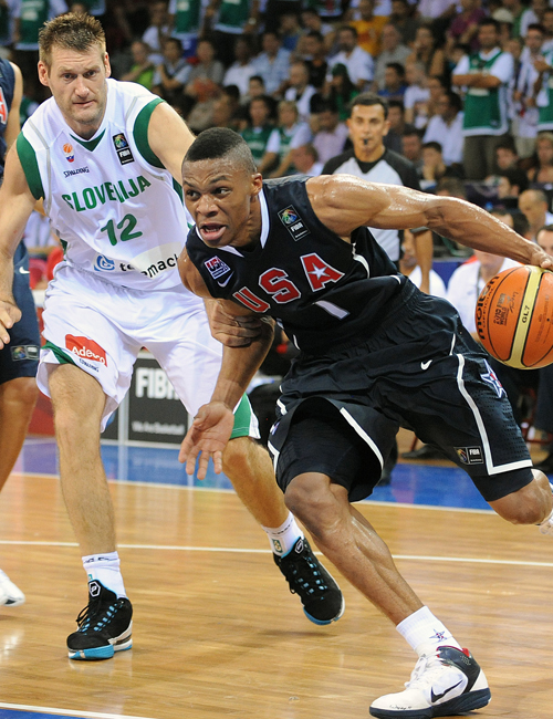 Russel Westbrook goes to the basket against Goran Jagodnik