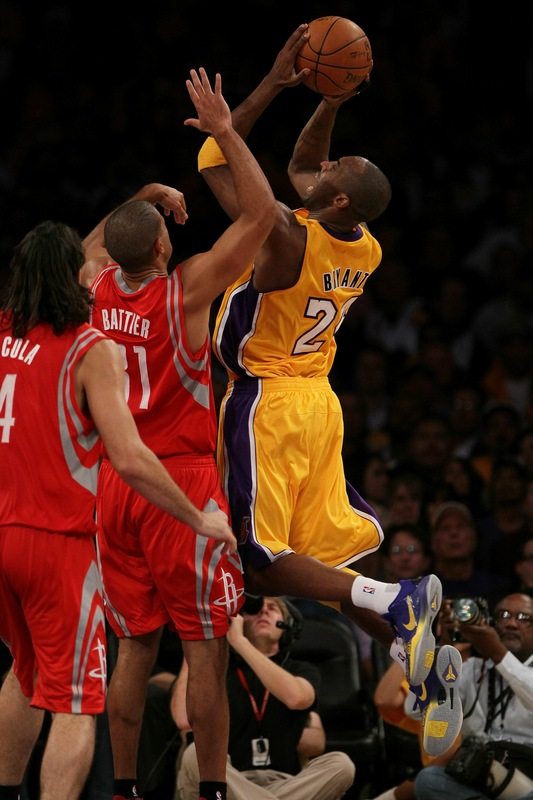 Another look at Kobe Bryant in the Nike Zoom Kobe V 5 Rings.