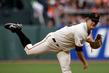Matt Cain throws 7 2/3 innings to lead the Giants. Photo courtesy Yahoo.