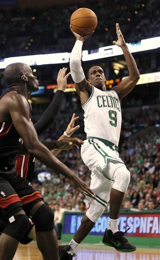 Rajon Rondo (uniquely) wearing the Nike Zoom Hyperfuse.