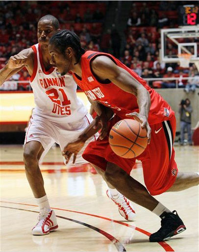 Kawhi Leonard of San Diego State dribbles wearing the Jordan Retro 6.