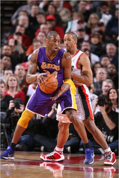 Kobe Bryant wearing the Zoom Kobe VI.