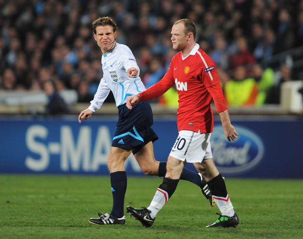 Wayne Rooney of Manchester United wearing the Nike T90 Laser.