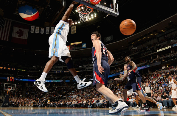 Al Harrington throws down a dunk in the Nike KD III.