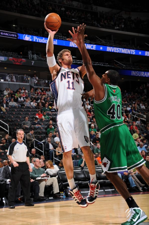 The Detroit News - Page 4 Brook-lopez-adidas-adipure-kurt-thomas-nike-air-max-hyperdunk-2010