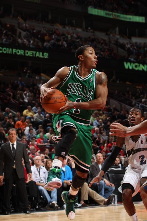 Derrick Rose wearing the adidas adiZero Rose 1.5 St. Patrick's Day colorway.