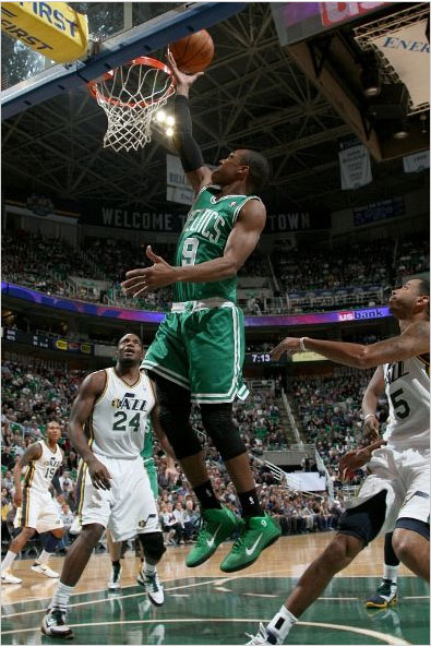 Rajon Rondo with an easy basket in the Nike Zoom Hyperfuse PE.