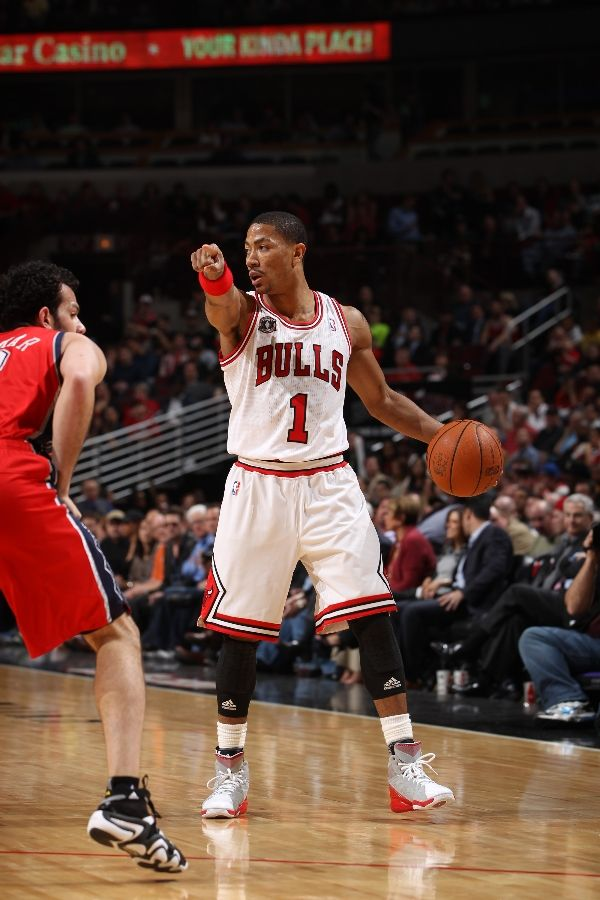 derrick rose adidas adizero. Derrick Rose wearing the