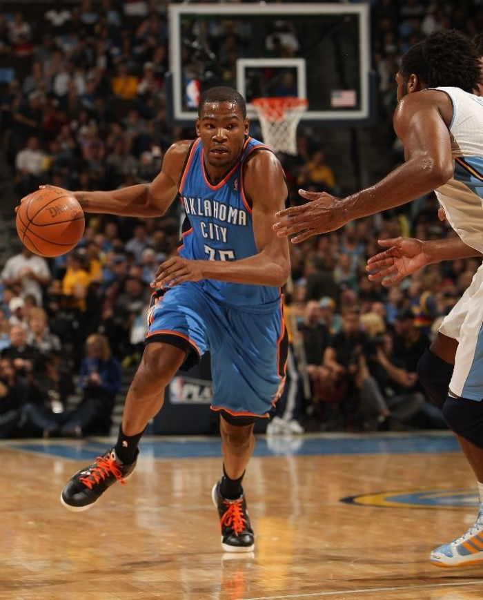 Kevin Durant drives to the hoop in the Nike Zoom KD III.