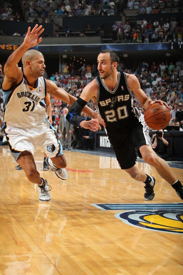 Manu Ginobili wearing the Nike Air Max Fly By; Shane Battier wearing the PEAK Battier V
