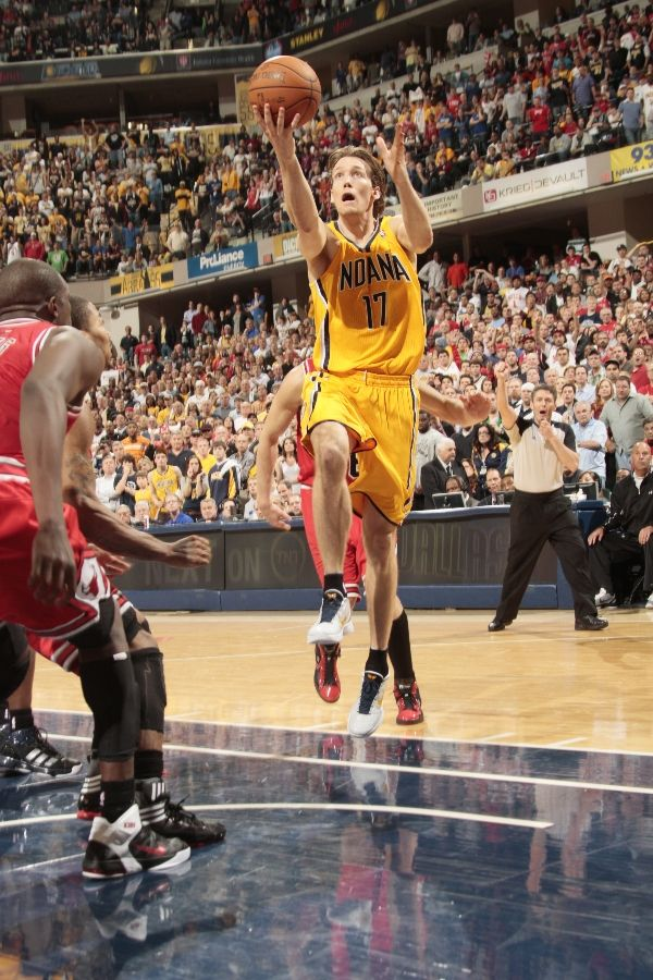 Mike Dunleavy wearing the Nike Zoom Kobe VI iD