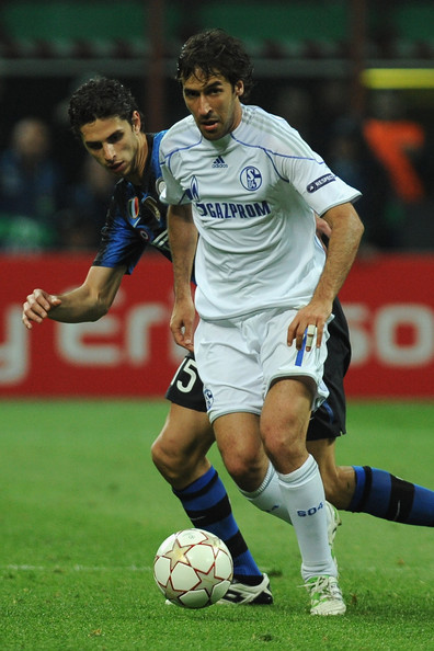 Raul of Schalke in the adidas Predator X.