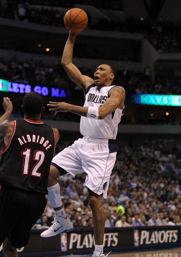 Shawn Marion shoots a runner in the lane wearing the Nike Air Max Fly By.