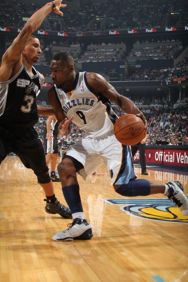 Tony Allen with a nice miadidas colorway of the adidas adiZero Rose.
