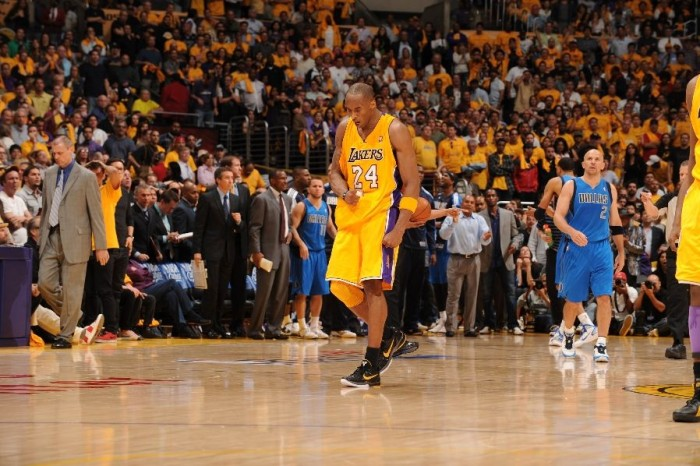 Kobe Bryant wearing the Nike Zoom Kobe VI.