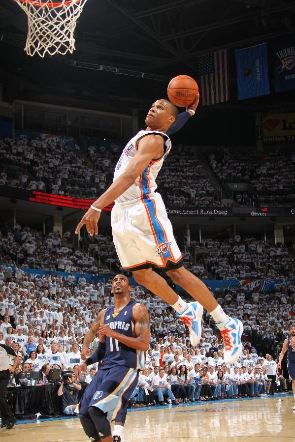 Russell Westbrook with a monster dunk in the Nike Hyperfuse 2011.