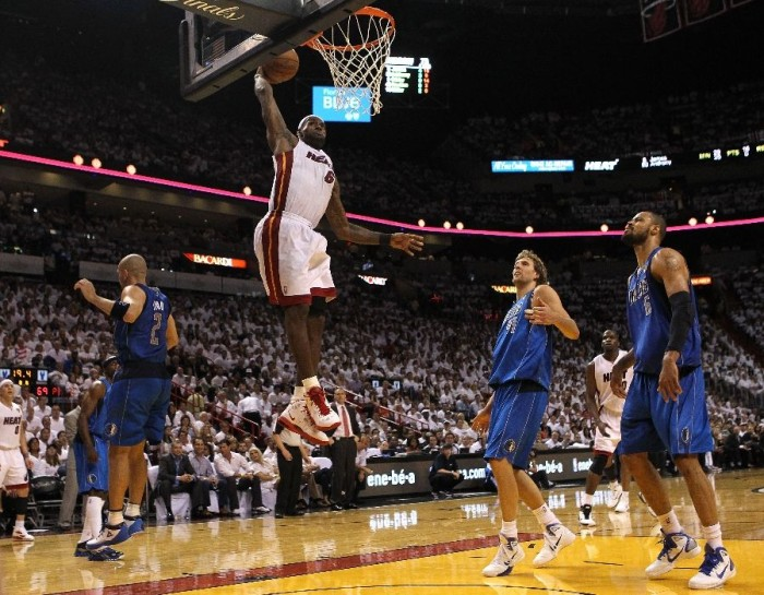 LeBron with dunk in the Nike LeBron 8 PS.
