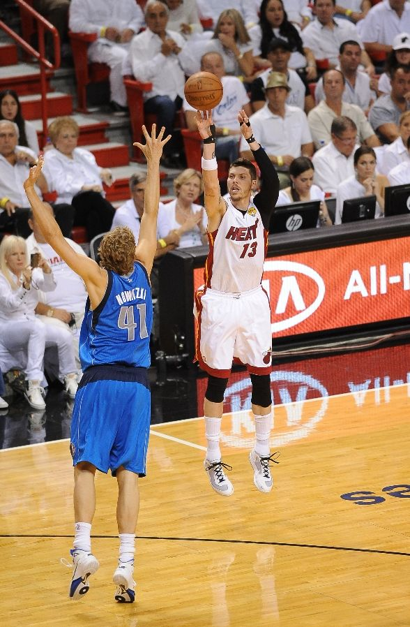 Mike Miller shoots a jumper in the Nike Air Max 360 BB Low.