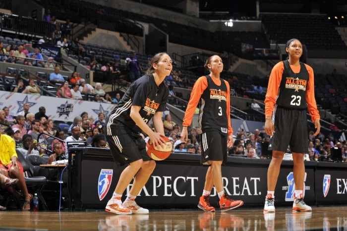 Sue Bird warms up in the Zoom Soldier V.