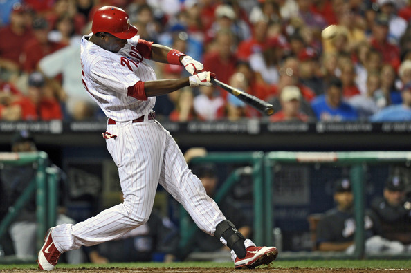John Mayberry Jr blasts a home run wearing the Nike Air Max Diamond Elite Fly.