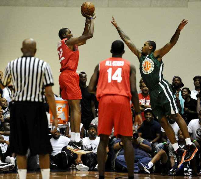 Kevin Durant wearing Nike Zoom KD III; Carmelo Anthony wearing Jordan Melo M7 Advance