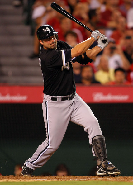Paul Konerko gets the 2,000 hit of his career, an RBI single in the 8th inning.