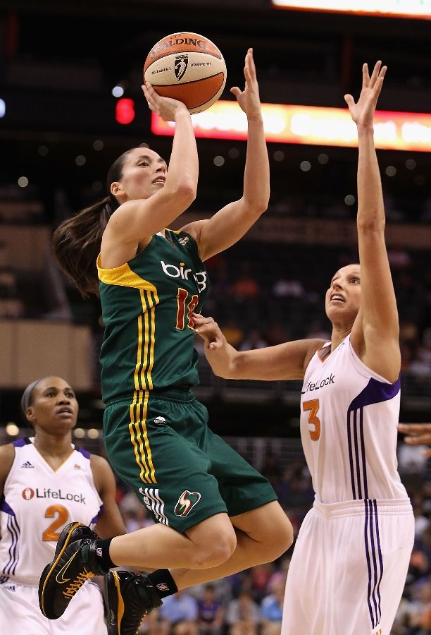 Sue Bird in the Nike Zoom Huarache 2K4.