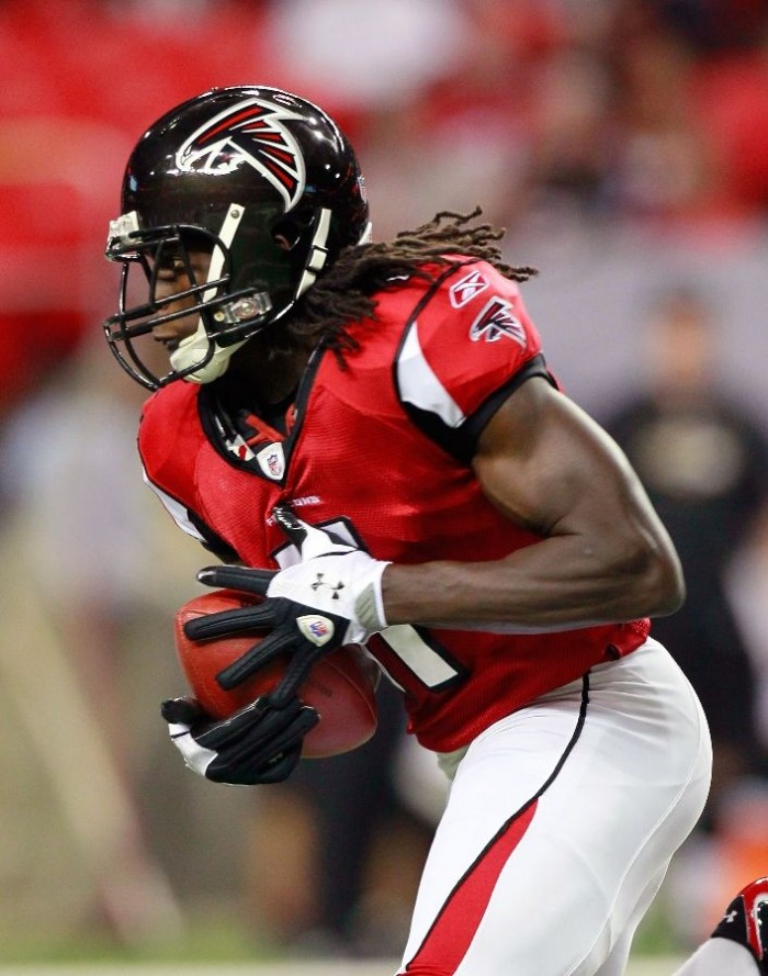 Julio Jones wearing Under Armour Fierce III Football Gloves vs. Ravens