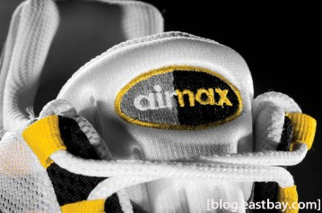 nike-air-max-95-white-neutral-grey-medium-grey-varsity-maize-03