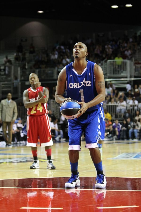 Penny Hardaway wearing Nike Air Foamposite One Shoes Shooting Stars