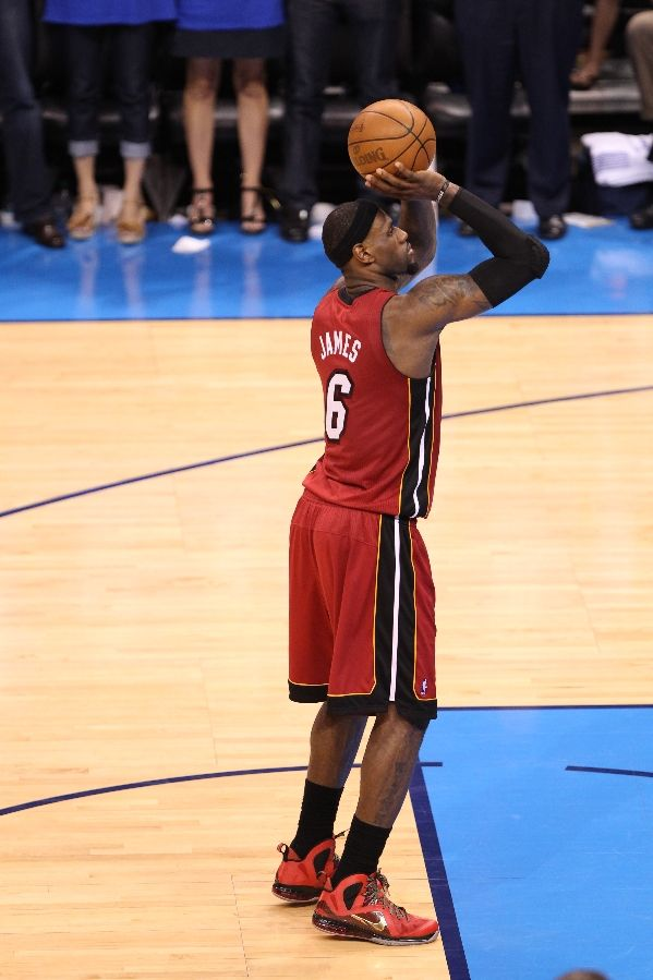 LeBron James wearing Nike LeBron 9 P.S. Elite Red Finals PE (2)