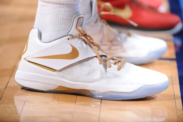 Kevin Durant wearing Nike Zoom KD IV White Gold Finals PE (2)