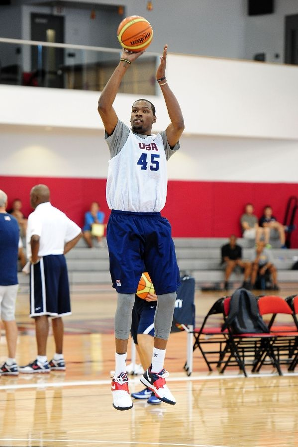 Kevin Durant wearing Nike Zoom KD IV USA