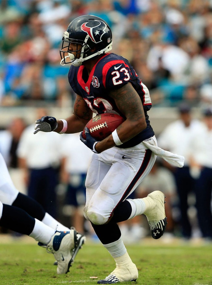 Arian Foster wearing Under Armour Nitro Diablo Low MC
