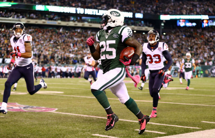 Joe McKnight wearing NIke Alpha Speed TD Black Pink