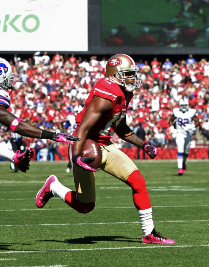 Michael Crabtree wearing Jordan Super.Fly Pink