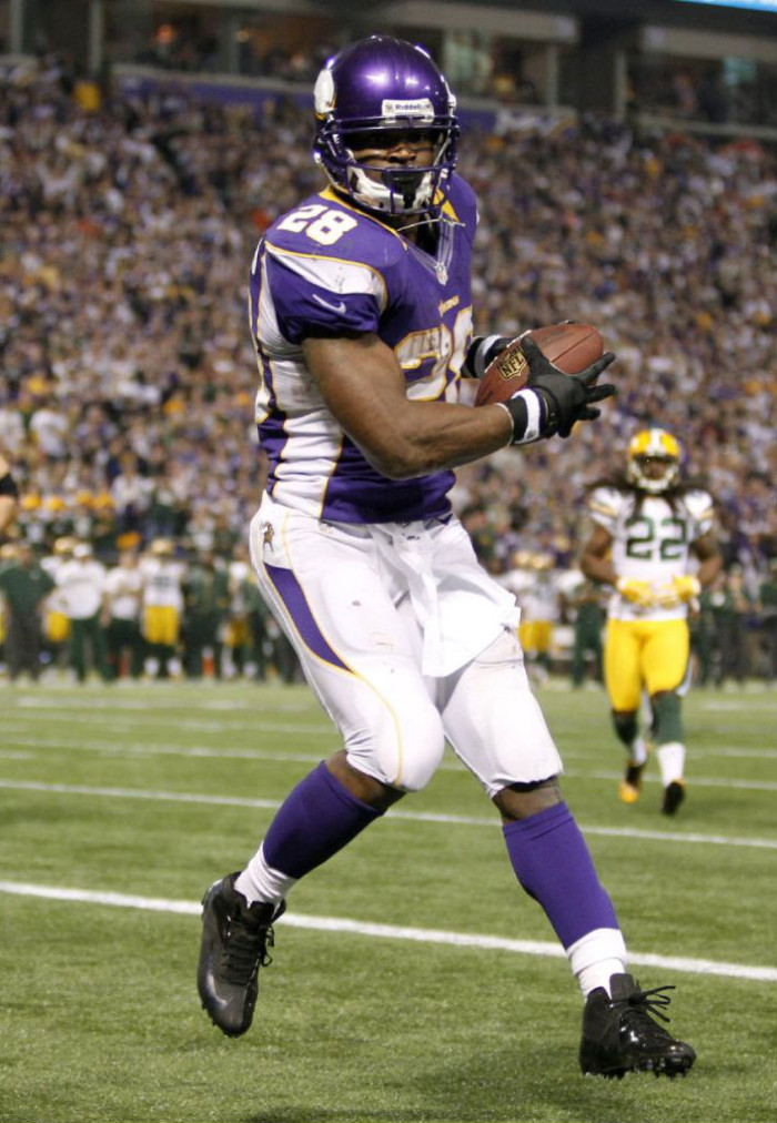 Adrian Peterson wearing Nike Vapor Talon Elite 3/4 Blackout