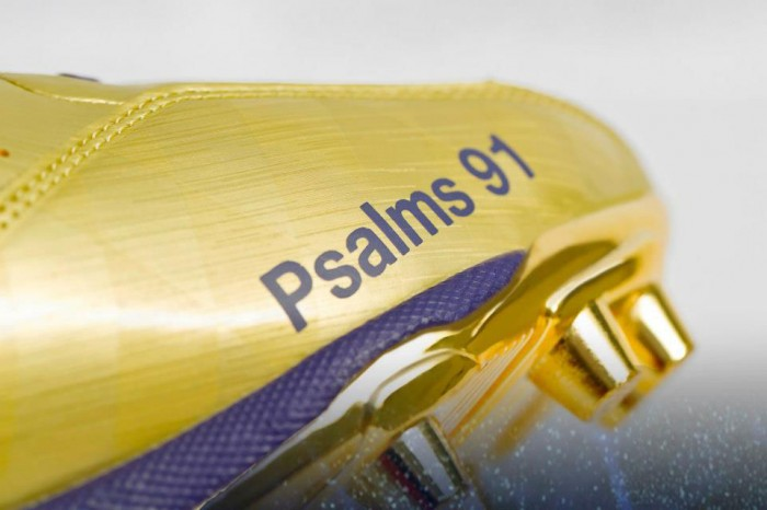 Under Armour's Golden Commemorative Super Bowl Cleats For Ray Lewis (2)