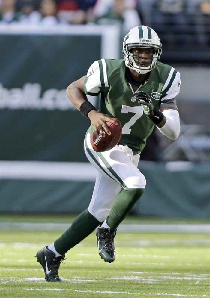 Geno Smith wearing Nike Alpha Pro 3/4 Black/Green