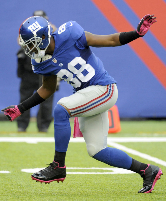 Hakeem Nicks wearing Jordan Six Rings Black/Pink