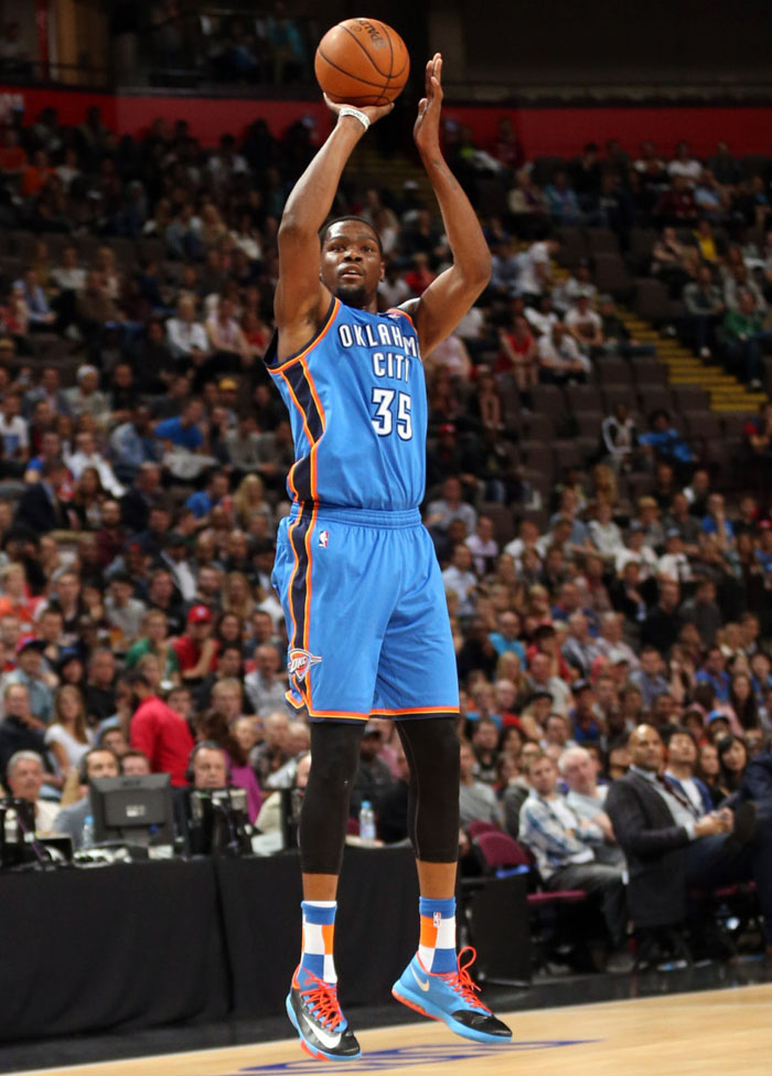 Kevin Durant wearing 'Away' Nike KD 6 VI