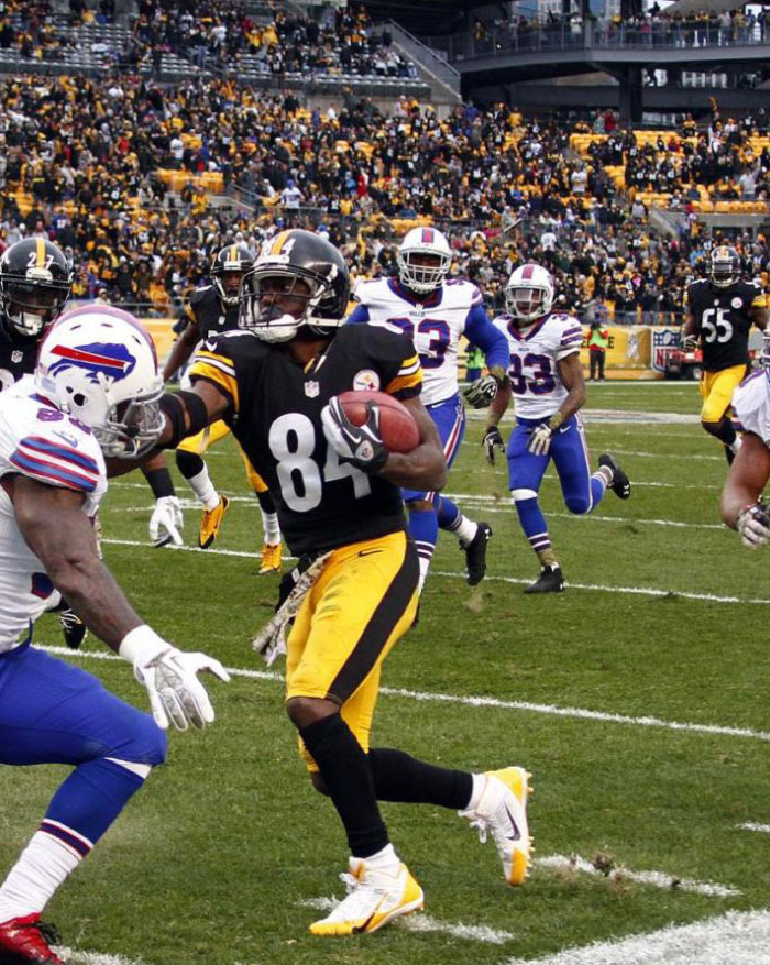 Antonio Brown wearing Nike Alpha Pro 3/4