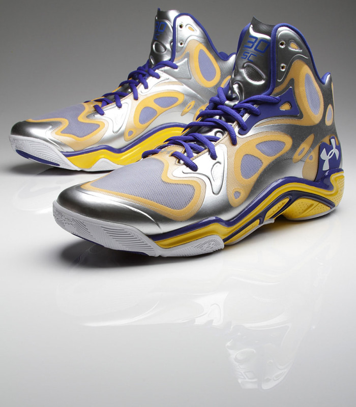 Stephen Curry's Under Armour Anatomix Spawn Silver PE (1)