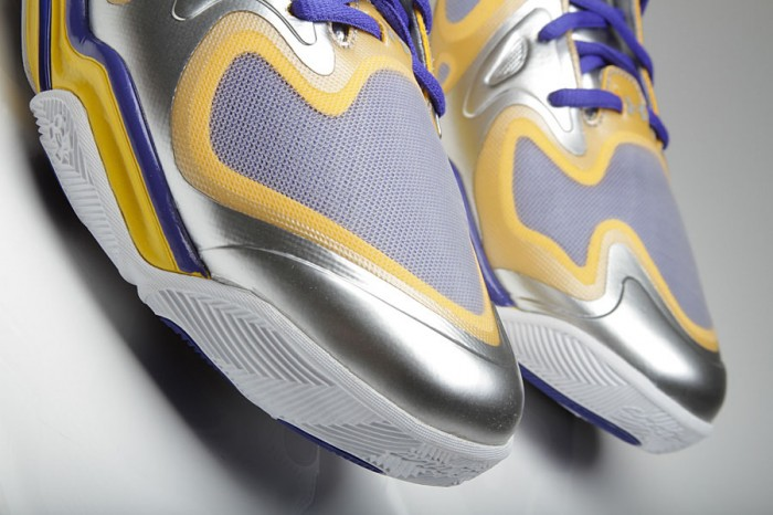 Stephen Curry's Under Armour Anatomix Spawn Silver PE (3)