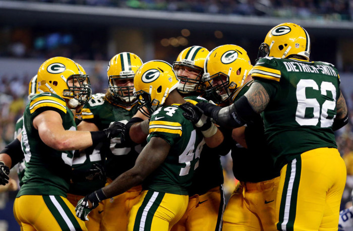 NFL Watch // Packers Stay Alive With Dramatic Comeback